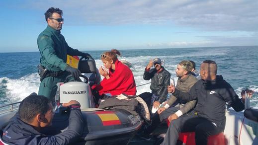الحرس المدني الإسباني ينقذ 7 مهاجرين مغاربة بينهم إمرأة قرب قاديس