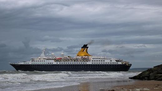 تقلبات الطقس تحول وجهة سفينة سياحية على متنها 700 سائح من طنجة الى ميناء مليلية