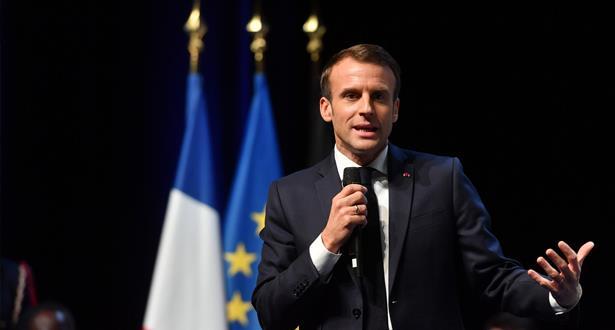 الرئيس الفرنسي يدعو حركة السترات الصفراء للحوار بعد 4 ايام من الإحتجاجات شلت فرنسا جزئيا