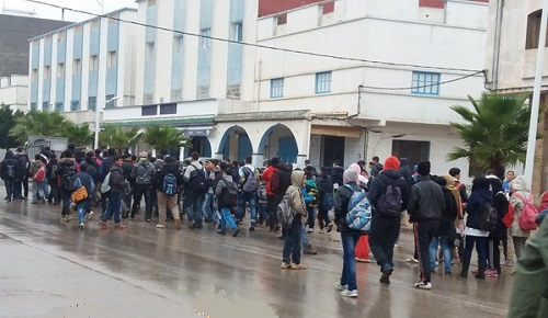 """المجتمع المدني بـ""""بن الطيب"""" يستعد لخوض احتجاج ساخن على خلفية طرد 8 تلاميذ من اعدادية وسط البلدة"""