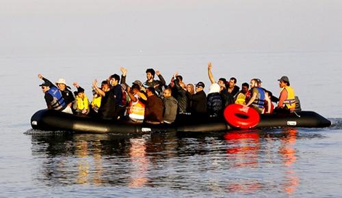 الدريوش: صيادون ينقذون قارباً للهجرة السرية على متنه 19 شابا مغربيا بسواحل سيدي حساين