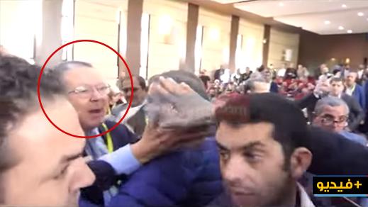 """القيادي الريفي """"الفاضيلي"""" يدخل في اشتباك بالأيدي مع قيادي حركي بعدما نعته بـ""""الشفار"""" وهدده بالضرب"""