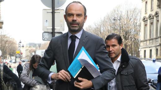 الحكومة الفرنسية تنحني لعاصفة السترات الصفراء.. رئيس الوزراء: لا ضرائب تستحق أن تعرض وحدة الأمة للخطر