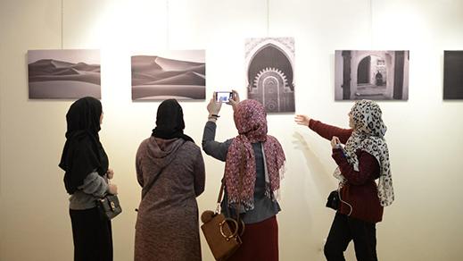 """شاهدوا.. معرض لصور خاصة بمدينة الحسيمة على هامش مهرجان """"رياس"""" للموسيقى الملتزمة"""