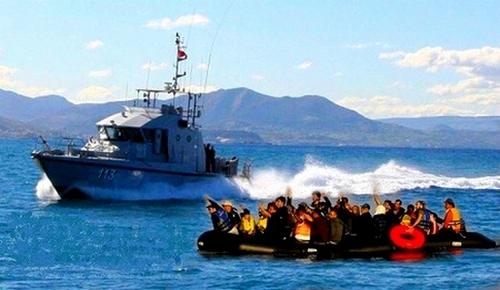 البحرية الملكية توقف 7 مرشحين للهجرة السرية ينحدرون من مدينة الحسيمة وسط البحر