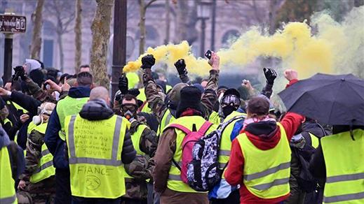 الشرطة الفرنسية تخوض إضرابا عن العمل دعما للسترات الصفراء
