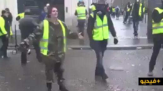 شاهدوا.. فتاة فرنسية تبكي بحرقة: تعالوا واقتلوني.. لكن لا تخربوا باريس