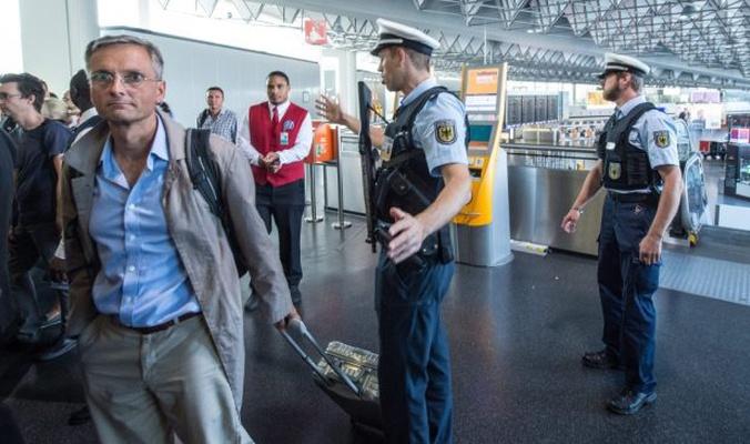السلطات الألمانية تحتجز برلمانيين مغاربة بالمطار لساعات لهذا السبب