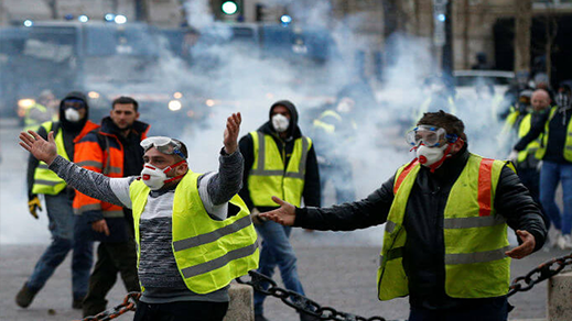 """فرنسا.. مقتل أحد متظاهري """"السترات الصفراء"""" إثر دهسه من طرف شاحنة بأفينيون"""