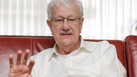 """وفاة رئيس بلدية مولنبيك """"فيليب مورو"""" السياسي الذي أحبه المغاربة لمناصرته قضايا المهاجرين ببلجيكا"""