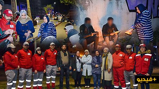 حملة دفء توفر 250 وجبة وملابس لأشخاص دون مأوى بشوارع الناظور