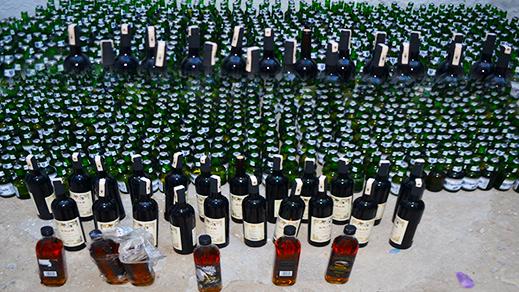 الدريوش.. عناصر الدرك الملكي تداهم وكر مروج للمخمور وتحجز كمية مهمة من الخمور المهربة