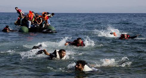 """البحرية الملكية تقدم المساعدة لأزيد من 200 """"حراك"""" بسواحل الناظور والحسيمة"""