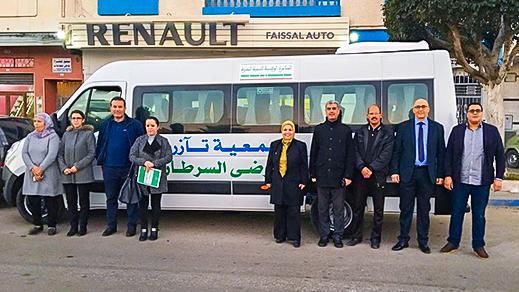 """جمعية """"تآزر"""" تتسلم حافلة لنقل مرضى السرطان بالناظور إلى المركز الأنكولوجي بوجدة"""