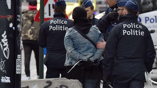 """صورة.. بلجيكا ترفض منح اللجوء لـ""""الأرملة السوداء"""" مجددا وتحتجزها في مركز مغلق تمهيدا لترحيلها الى المغرب"""