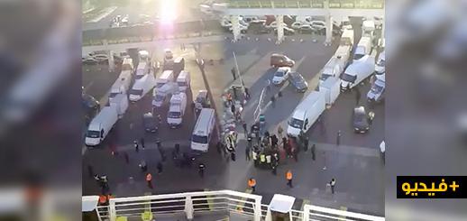 إحتجاجات بميناء بني نصار بعد أن باعت شركة للنقل البحري تذاكر أكثر من طاقتها الإستعابية