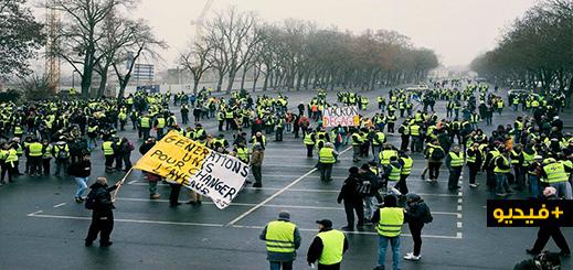 بالفيديو.. اشتباكات عنيفة بين محتجي السترات الصفراء والشرطة خلال الفصل التاسع من المظاهرات بباريس