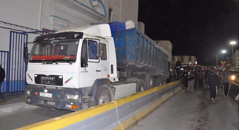 سلطات مليلية تعتزم منع شاحنات السلع غير المتوفرة على شروط السلامة البيئية