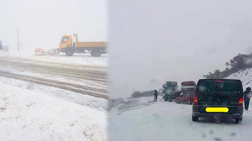 الثلوج تقطع الطريق الوطنية بين الحسيمة وتطوان