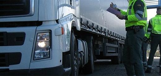 قاصر مغربي يتسلل إلى اسبانيا داخل شاحنة للنقل الدولي
