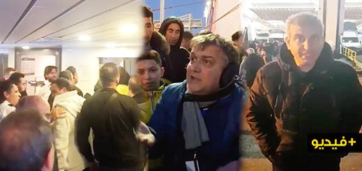 """عشرات المسافرين يحتجون ضد قبطان باخرة بعد """"سبهم ووصفهم بالحيوانات"""" بميناء بني أنصار"""