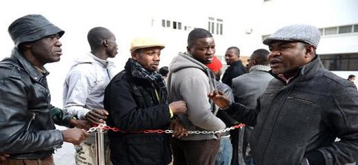 مكتب الصرف يحقق في تحويلات مالية يقوم بها مهاجرون أفارقة