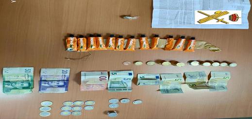 """بالصور.. اعتقال مغربي بحوزته عدد من أنابيب """"السيليسيون"""" ومخدرات كان يبيعها لقاصرين بمليلية"""
