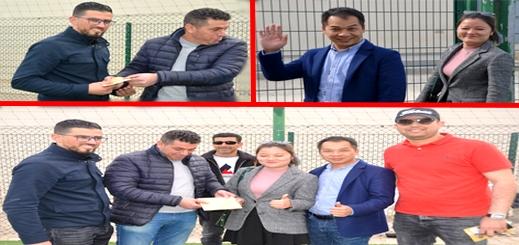 رجل أعمال من الصين يساهم بمنحة مالية لفريق الوفاء الرياضي الدريـوش بعد زيارته للمدينة
