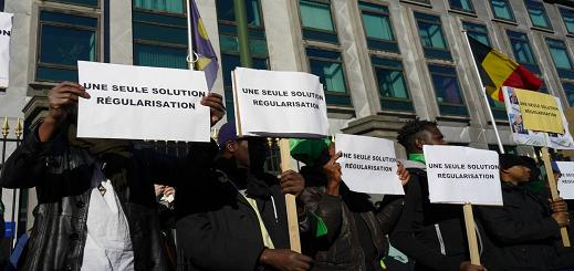 عمال بدون أوراق يحتجون في العاصمة بروكسل للمطالبة بتسوية وضعيتهم