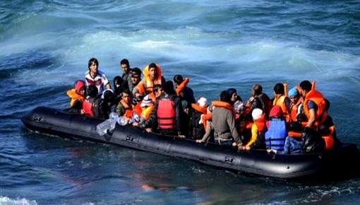 البحرية الاسبانية تنقذ قاربا على متنه 48 مهاجرا سريا