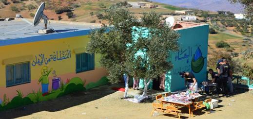 فيديو.. بالجداريات الملونة.. شباب يُحيون مدارس مهمشة بضواحي الحسيمة