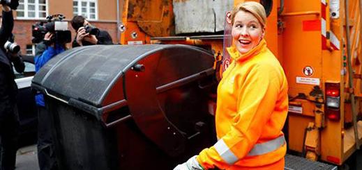 شاهدوا.. العاصمة الألمانية تمنح نساءها عطلة بمناسبة عيد المرأة ووزيرة الأسرة تشارك عمالة النظافة في جمع القمامة