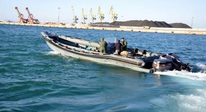بعد الناظور.. البحرية الملكية بالمضيق تعترض قاربا سريعا يستعمل في تهريب المخدرات