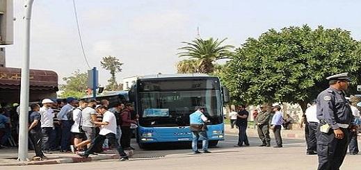 ساكنة زايو تحاصر حافلة للنقل الحضري في احتجاج صاخب ضد ارتفاع تسعيرة تذاكر التوصيلات