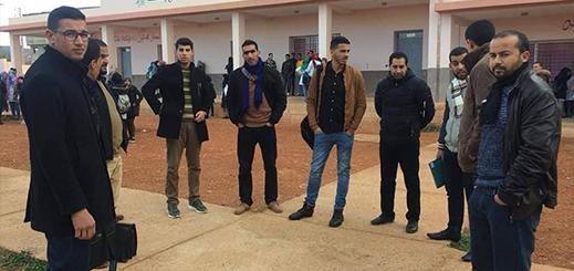 الدريوش.. الأساتذة المرسمون بثانوية دار الكبداني يتضامنون مع أساتذة التعاقد في وقفة احتجاجية