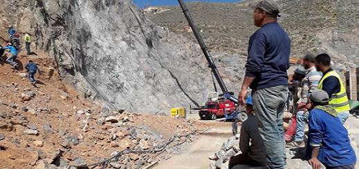 سقوط جرافة من منحدر جبلي بميناء الحسيمة يسفر عن مصرع سائقها