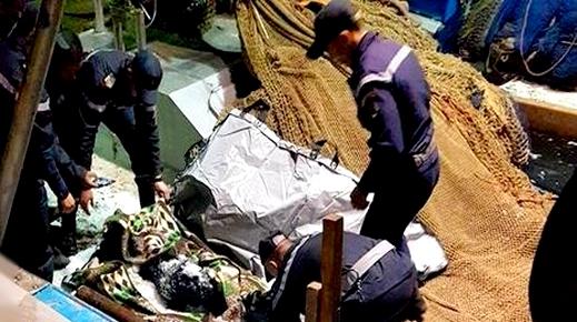 مأساة.. بحارة الحسيمة يصطادون جثة آدمية بشباك صيد الأسماك