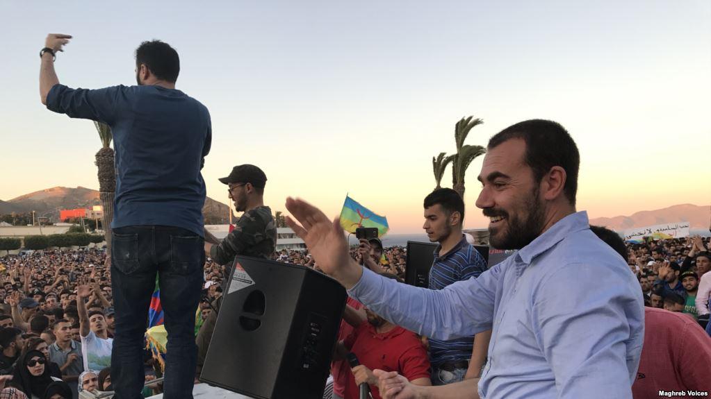 الزفزافي الأب: إبني يخوض إضرابا عن الطعام احتجاجا على حشره مع المجرمين