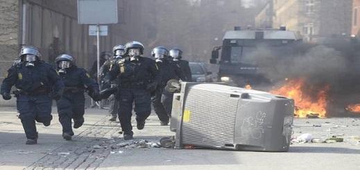 """اعتقال 23 متهما بـ""""العنف"""" بعد حادثة الإساءة للقرآن بالدنمارك"""