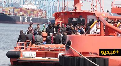 الإنقاذ البحري الإسباني ينقل 46 مغربيا وأسيويا الى ميناء الجزيرة الخضراء بعد إنقاذهم من وسط البحر