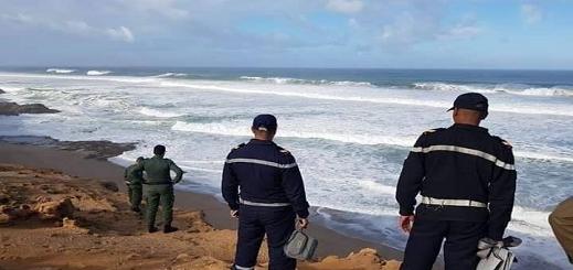 """إنقلاب قارب مطاطي كان على متنه 15 مرشحا للهجرة قبالة شاطئ """"صباديا"""" بالحسيمة"""