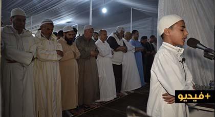 شاهدوا.. يونس طفل في الـ 14 من عمره يؤم المصلين في صلاة التراويح بالناظور