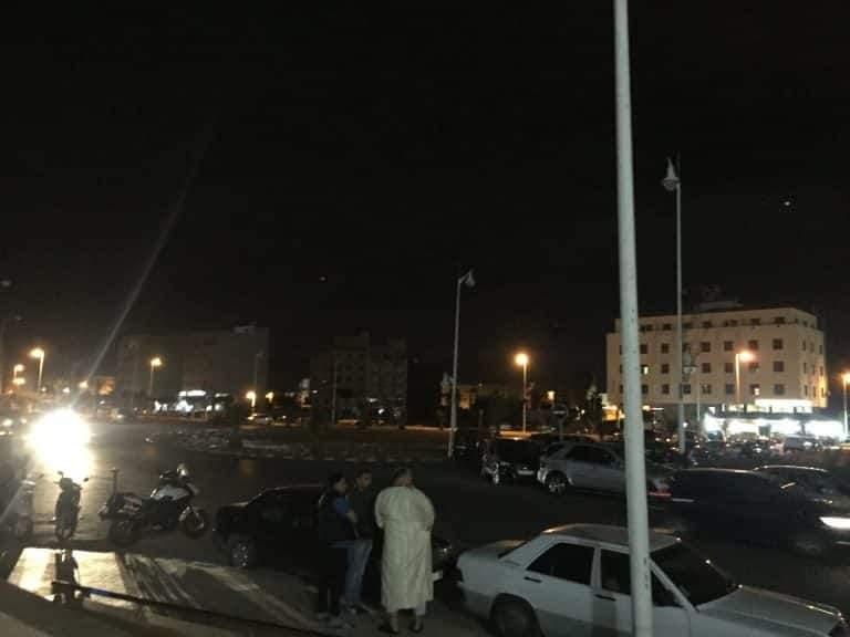 مطالب بتوفير الإنارة أمام مسجد محمد السادس بالناظور بعد مرور 24 ساعة على افتتاحه