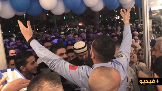 حشود غفيرة من الناظوريين في إفتتاح محل تجاري للألبسة الجاهزة
