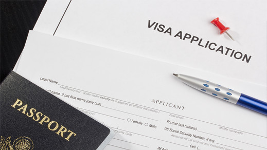 وزير خارجية إسبانيا يوضح سبب فرض القنصليات الدفع المسبق على المغاربة للحصول على التأشيرة