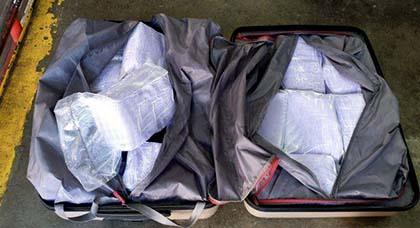 بالصور.. إحباط محاولة تهريب 119 كلغ من الحشيش داخل حقيبتين