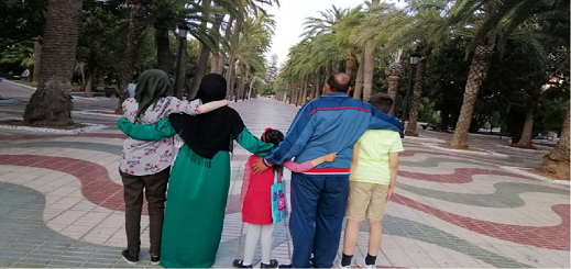 عائلة سورية تروي معاناتها خلال إقامتها بالناظور.. ناموا في حديقة 3 أيام وشخص سرق هاتفهم ومبلغ 700 يورو