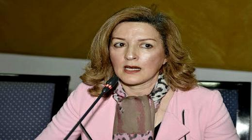 مينة أحكيم ترفض اتهامات أطباء العيون وتؤكد على قانونية أخذ المبصاريين للقياس