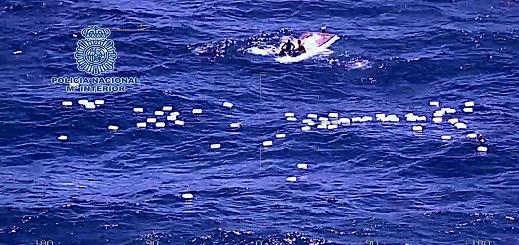 شاهدوا بالفيديو..  توقيف 61 شخصا وحجز قوارب وسيارات وحشيش خلال تفكيك شبكة لتهريب المخدرات