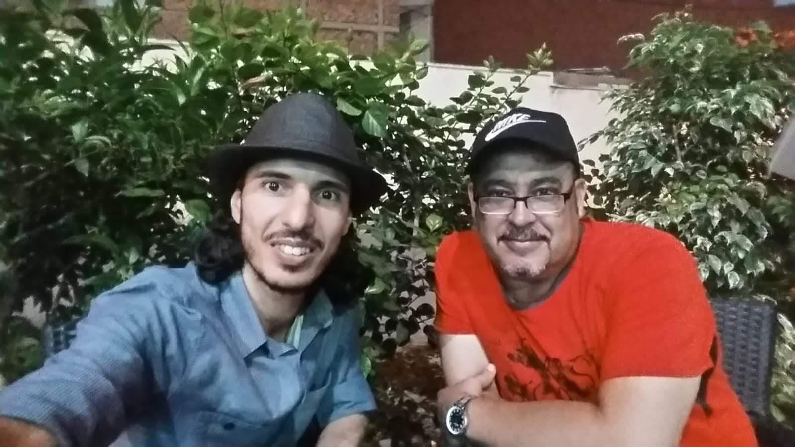 """الفنان الريفي """"علي أجواو"""" في حوار شيّق مع ناظورسيتي: هكذا بكى معلمي وأنا أُجوِّد القرآن في المسيد"""